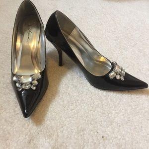 Legend pumps pointy toe heels black size 9